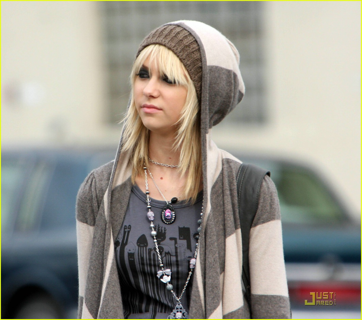 taylor momsen hoodified 021441421