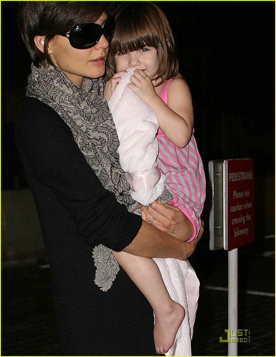 suri cruise eyes wide shut 08