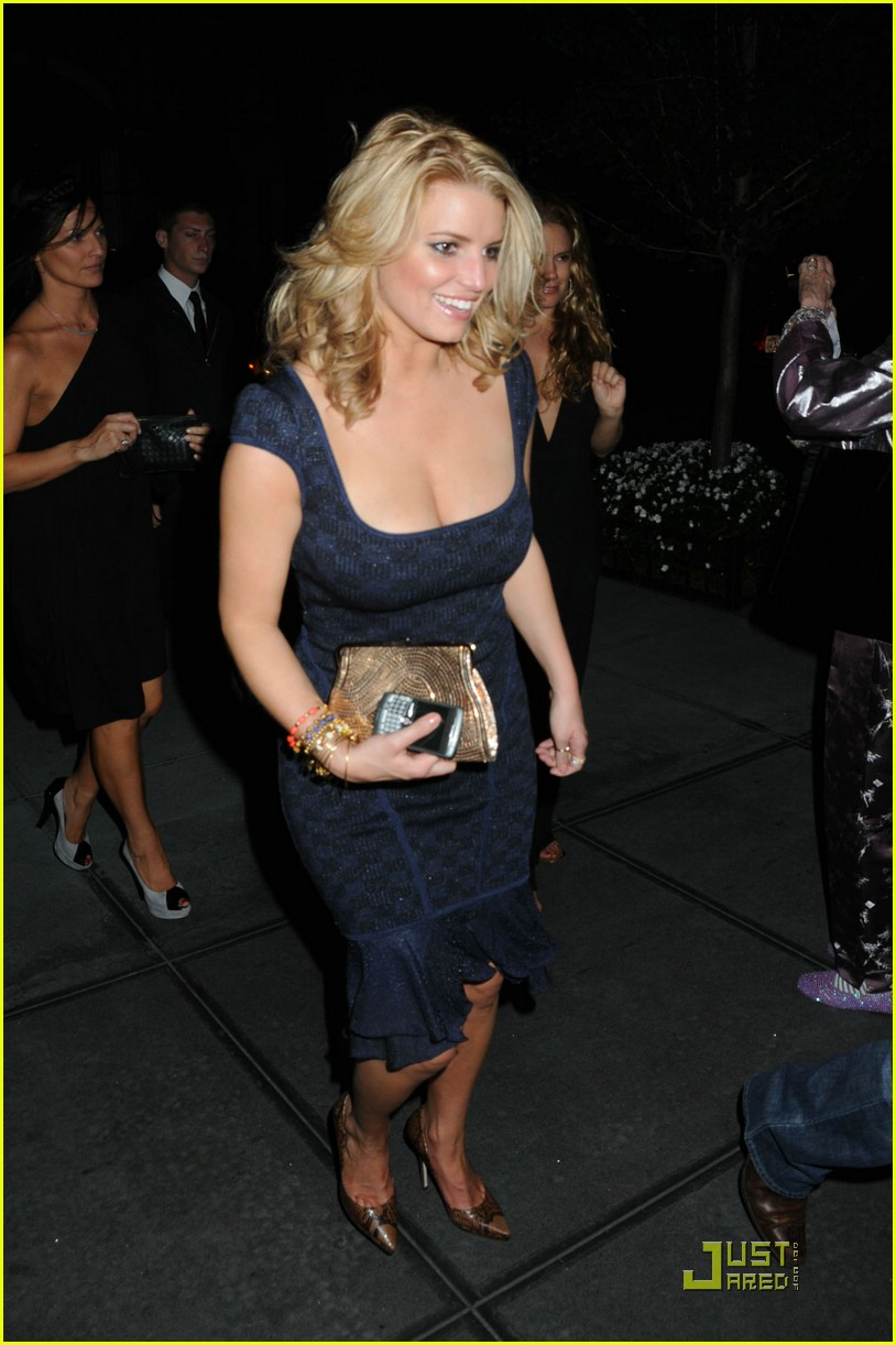 jessica simpson post party 051410661