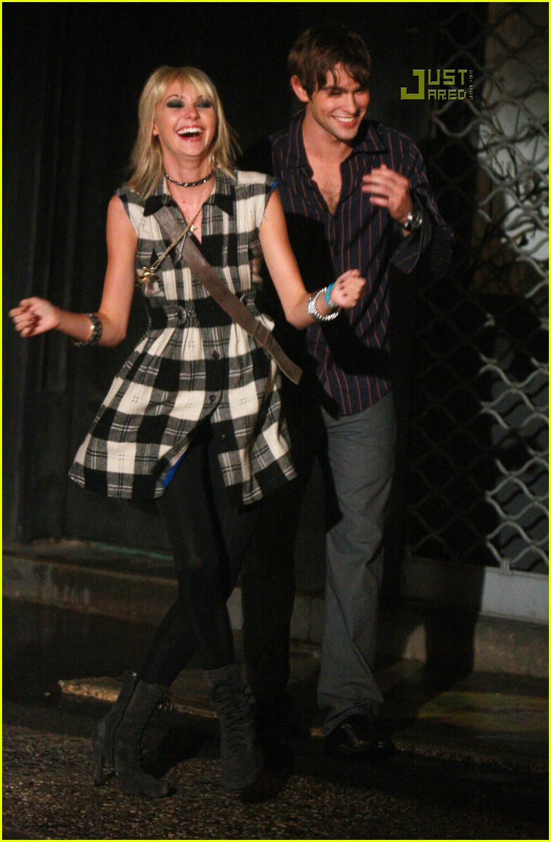 Chace Crawford Kissing Who   Taylor Momsen And Chace Crawford Gif