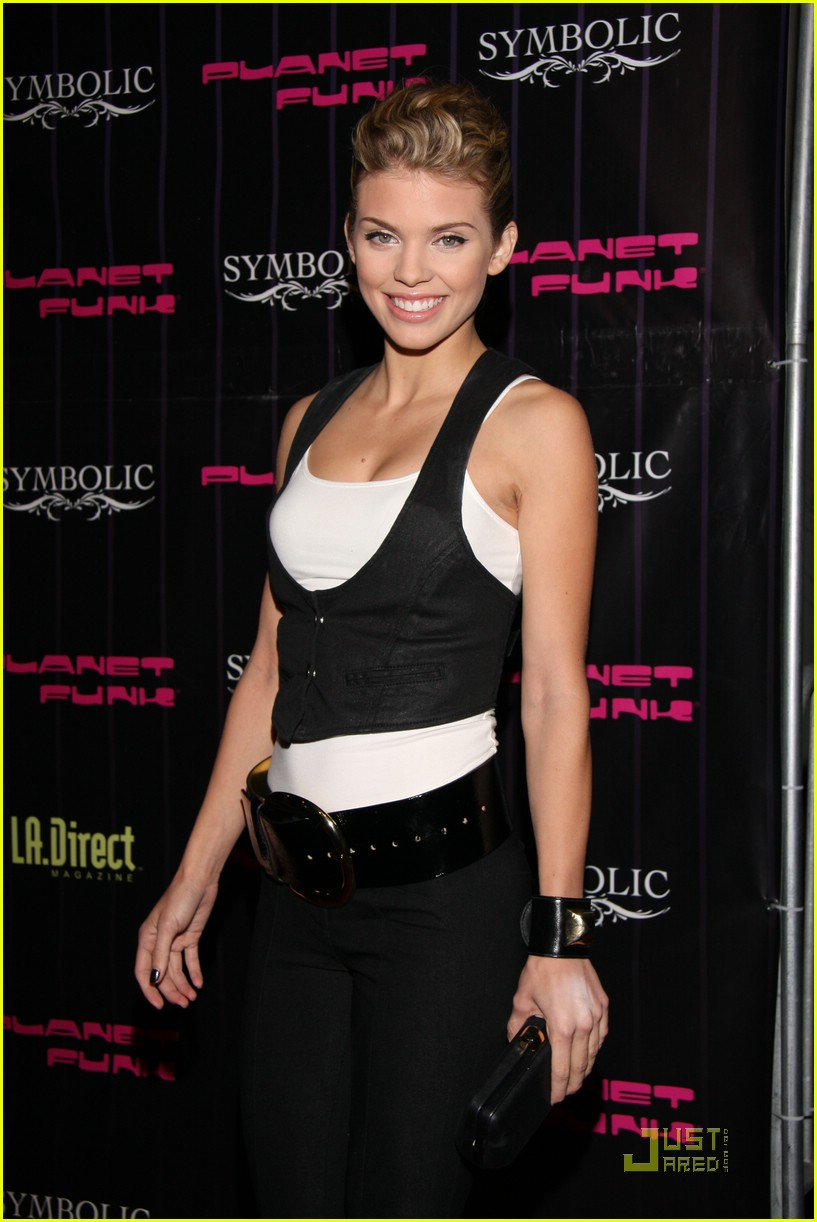 annalynne mccord twilight teaser 08