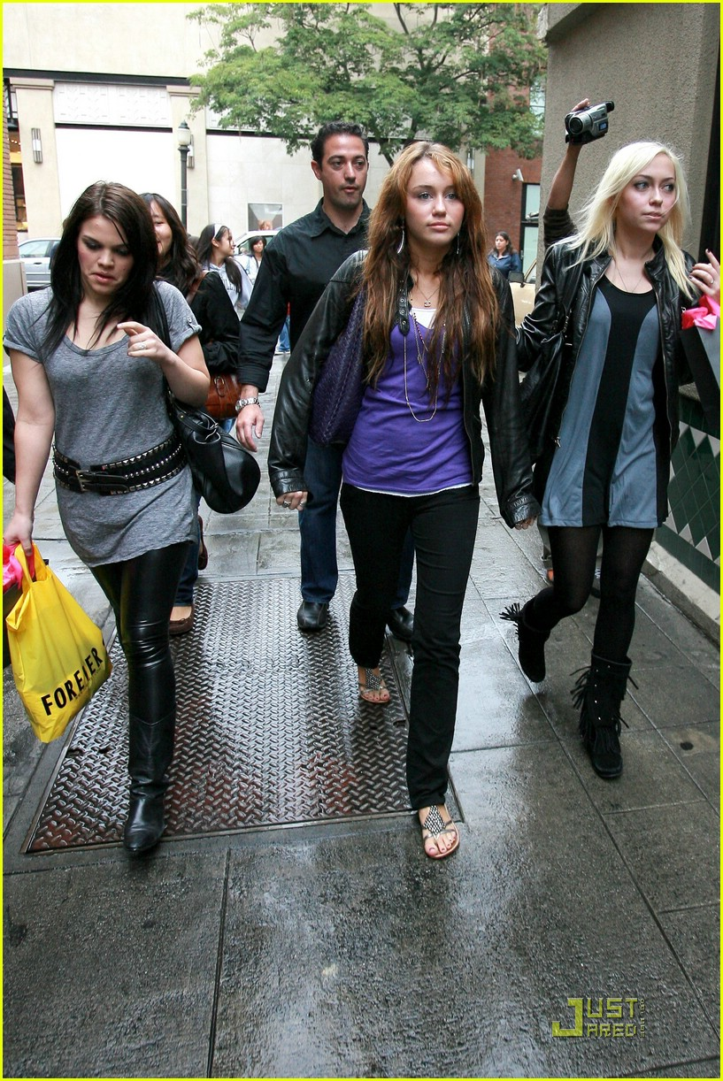 miley cyrus birthday shopping spree 131460191