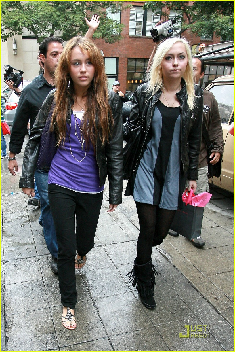 miley cyrus birthday shopping spree 251460311