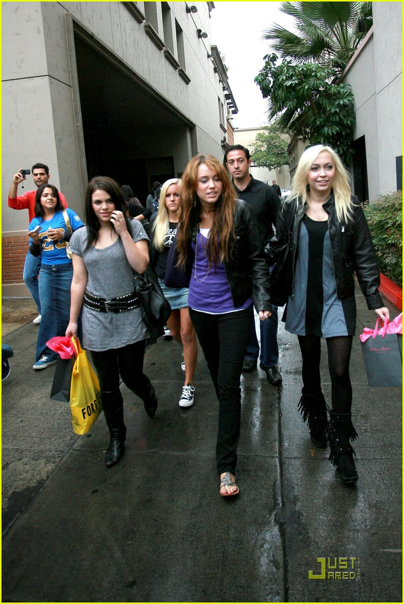 miley cyrus birthday shopping spree 281460341