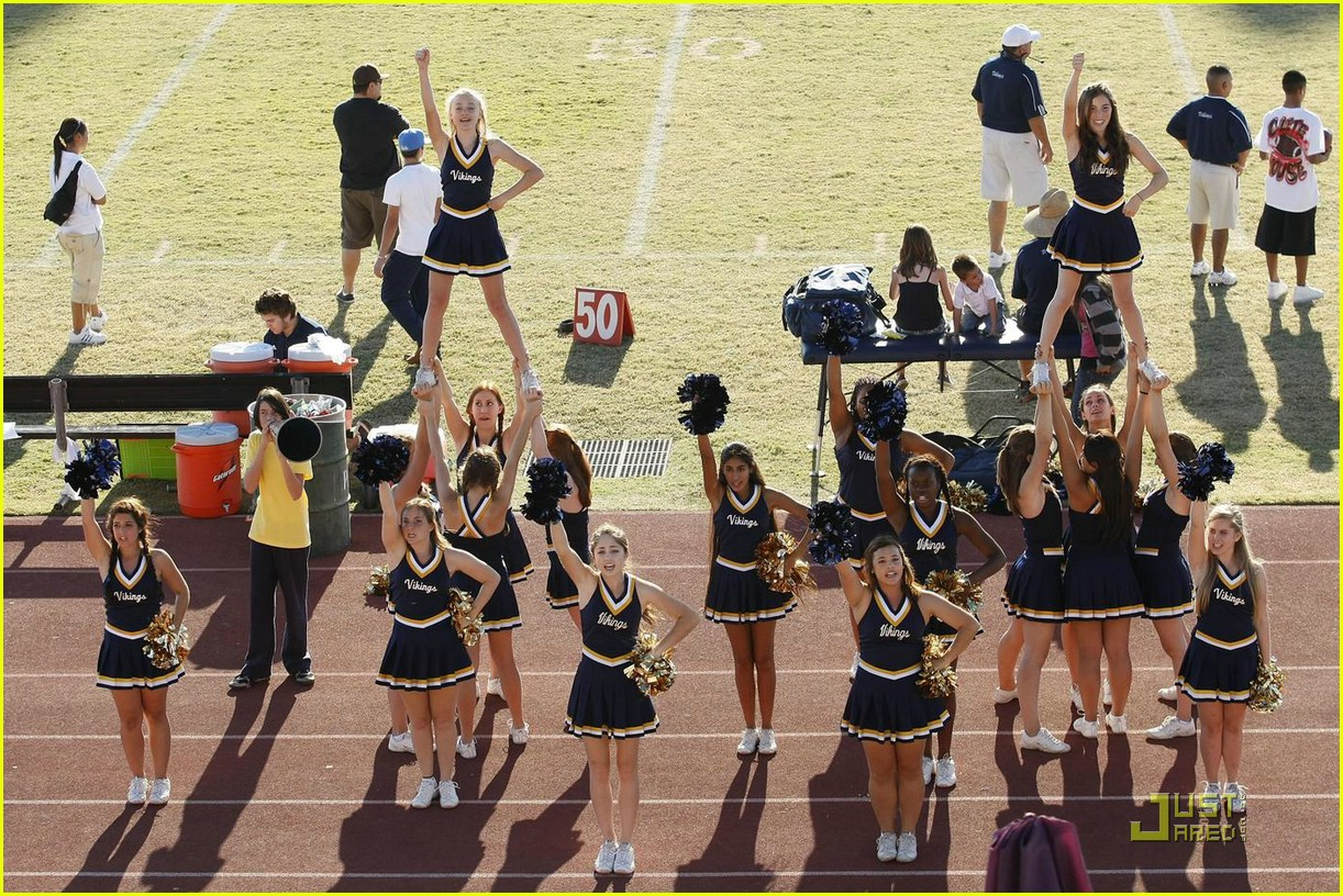 Elle Fanning Cheerleading Dakota Fanning Cheerleading