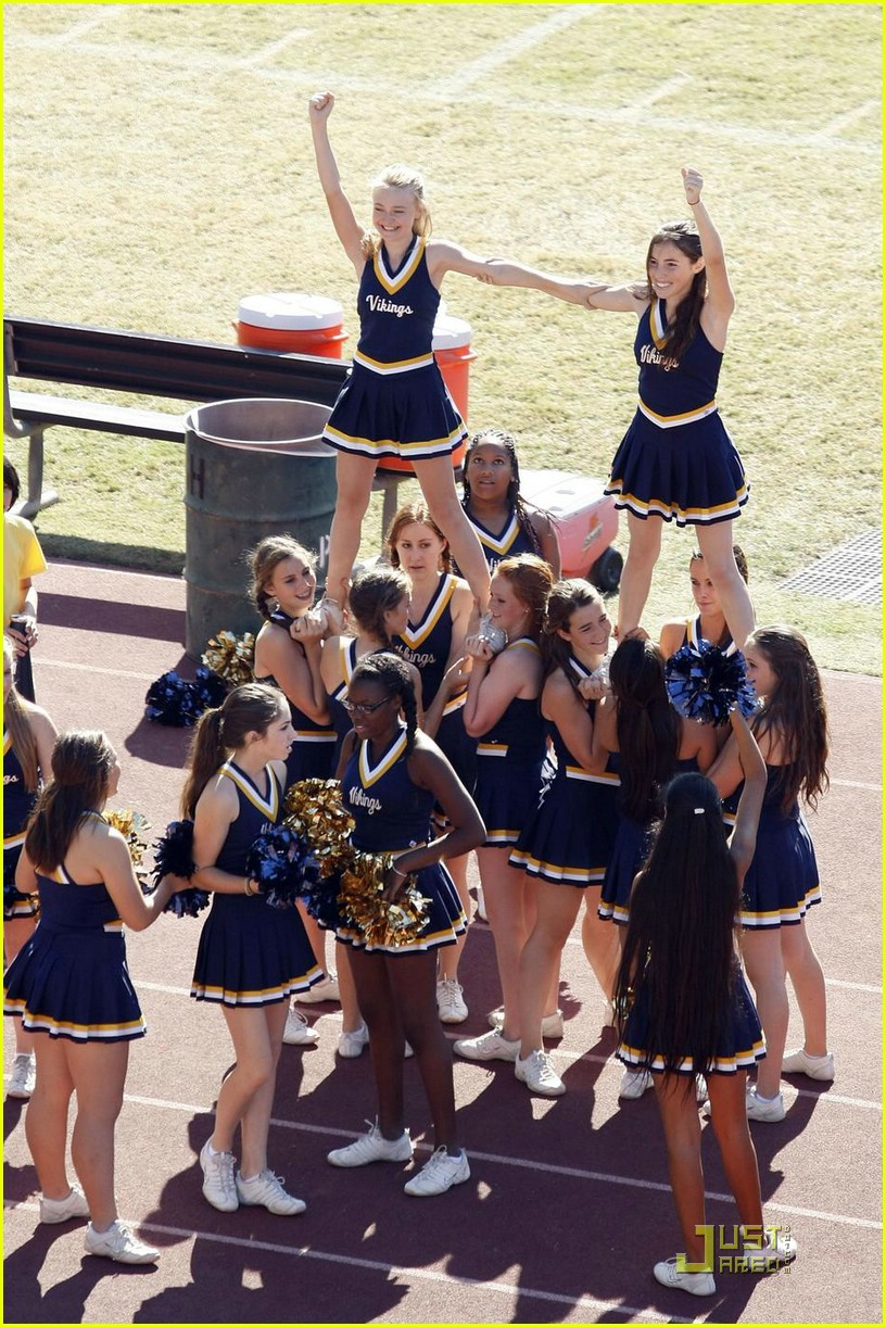 dakota fanning cheerleading squad 071491251