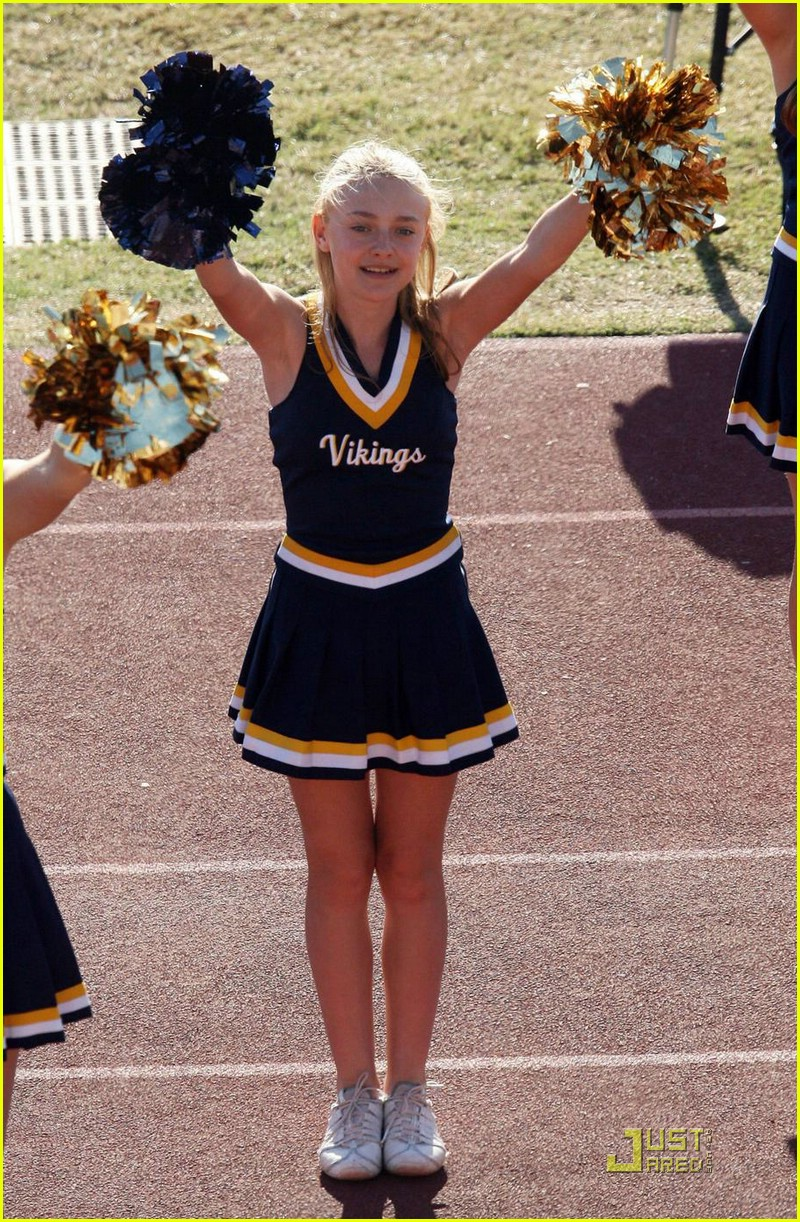 Dakota Fanning Joins Cheerleading Squad Photo 1491331