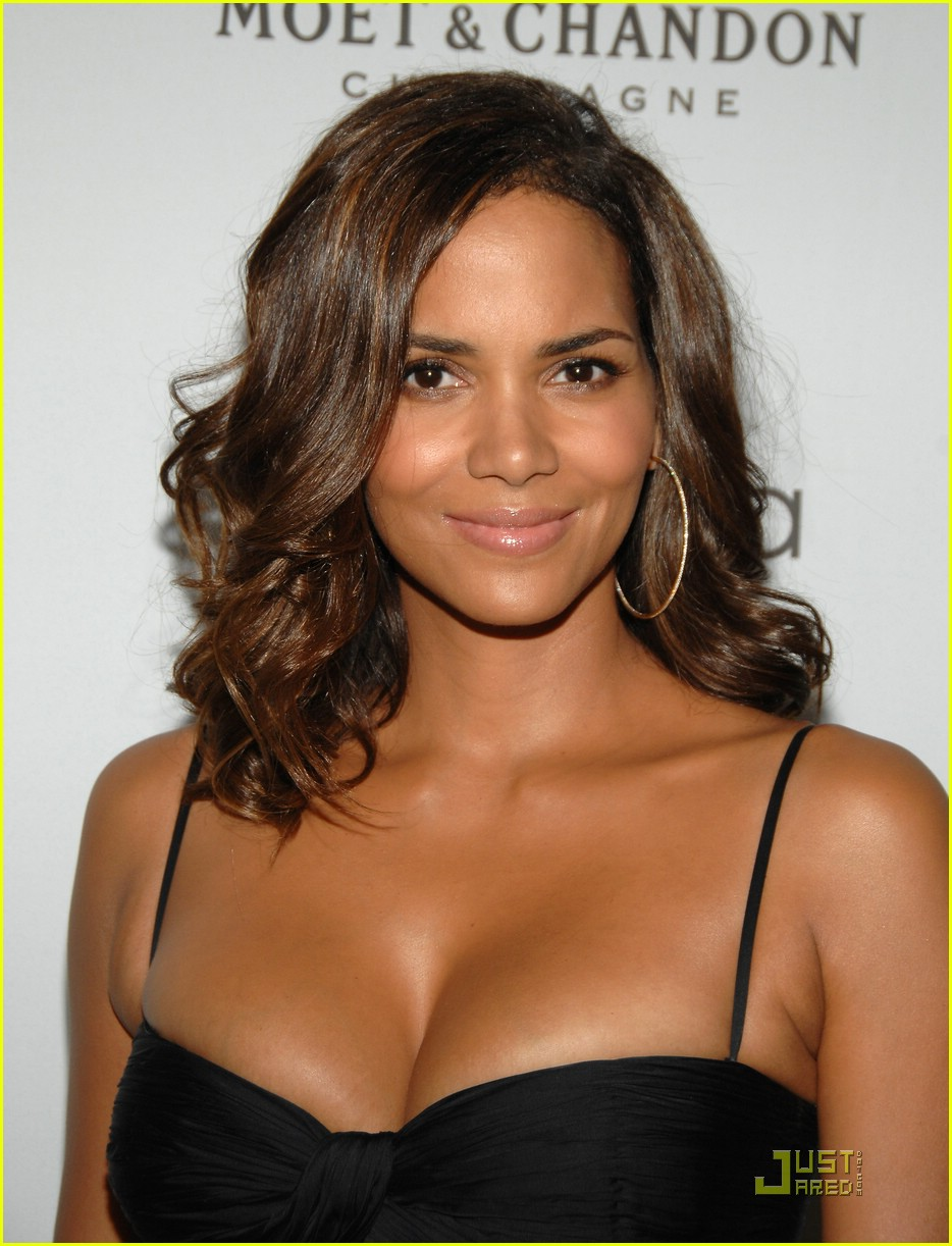 halle berry elle women in hollywood 101465501