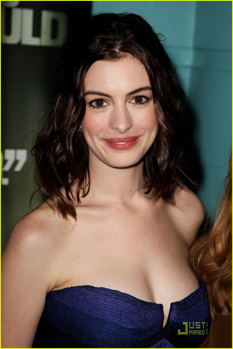 Anne Hathaway Has A Sexy New Man