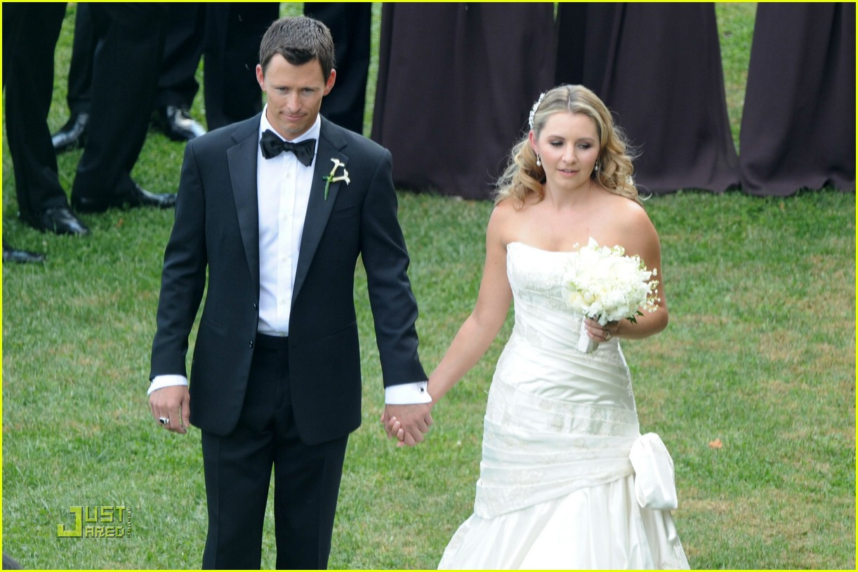 Beverley Mitchell Wedding Pictures First Look Photo 1453291 Jessica Biel Mackenzie Rosman