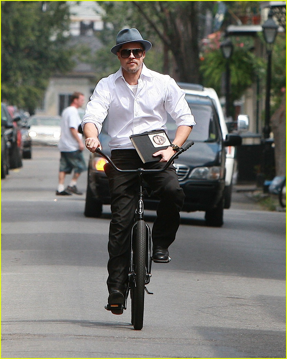 brad pitt barack obama bike 01