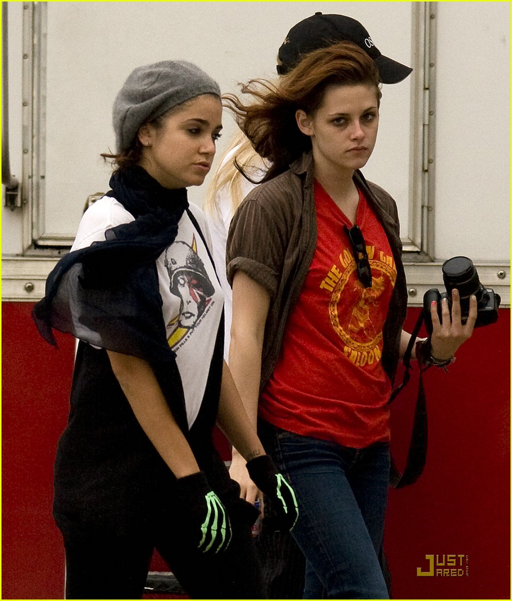 kristen stewart set riley 02
