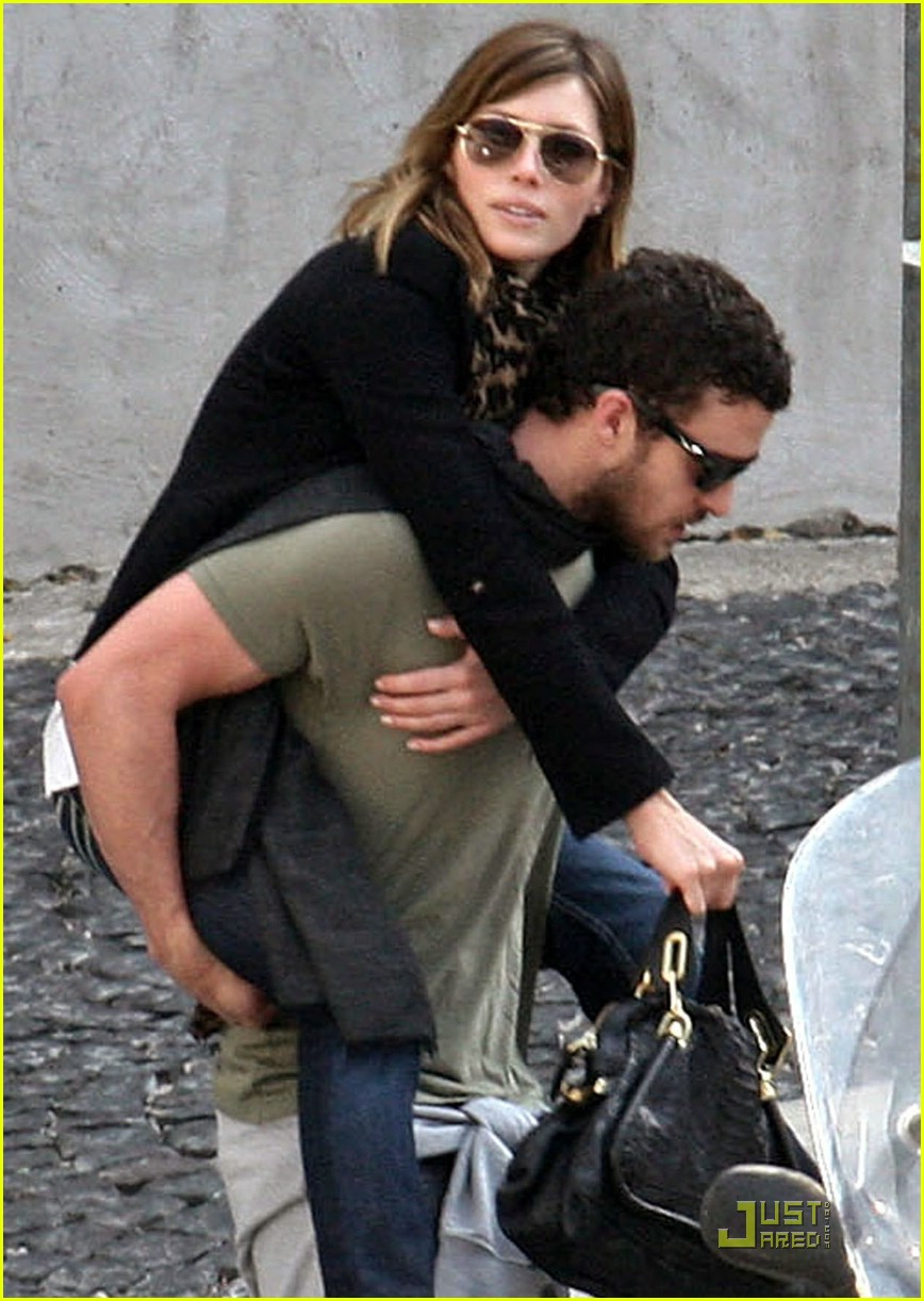 justin timberlake jessica biel piggyback ride 05