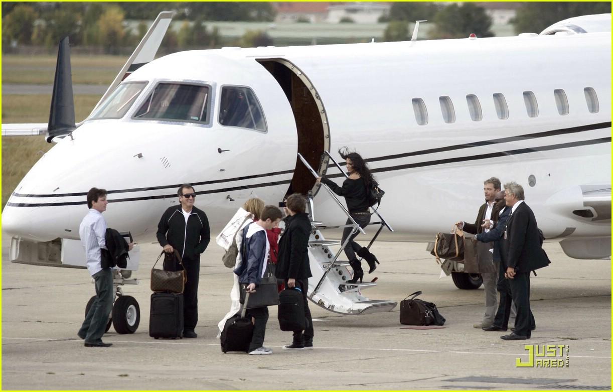 Full Sized Photo of zac efron vanessa hudgens private jet ... Jennifer Lopez Net Worth