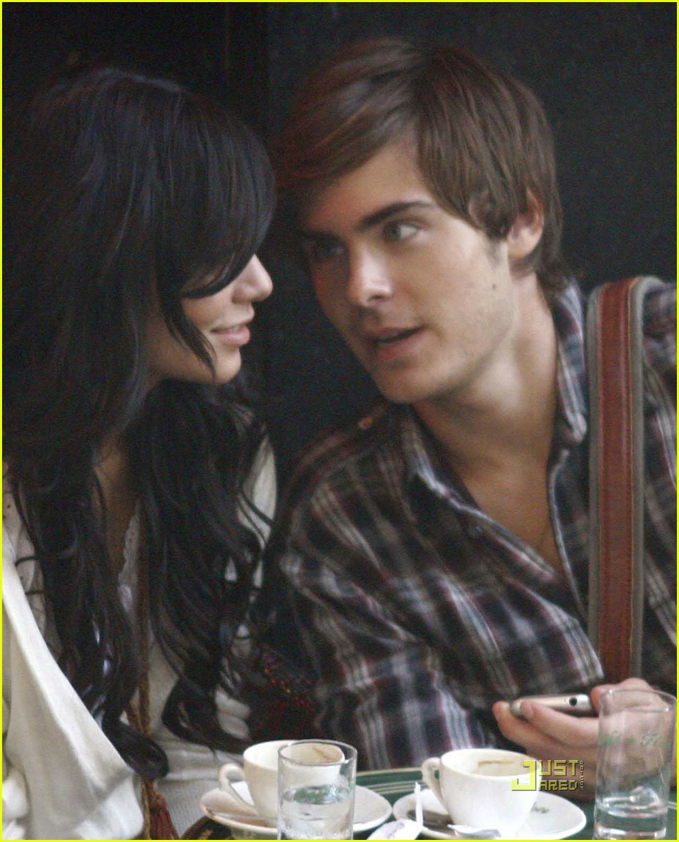 zac efron vanessa hudgens shoulder 01
