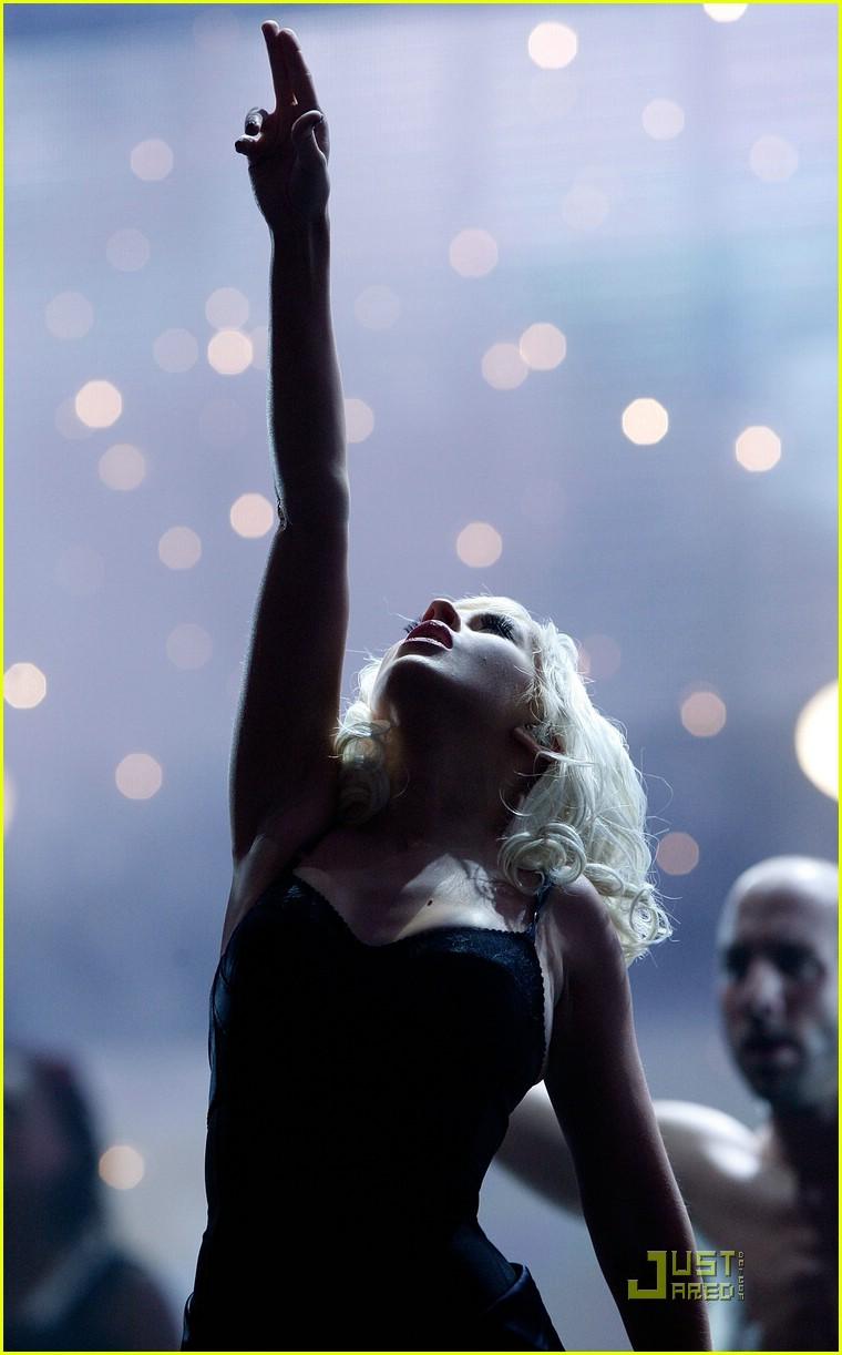 christina aguilera performs 2008 american music awards031561131