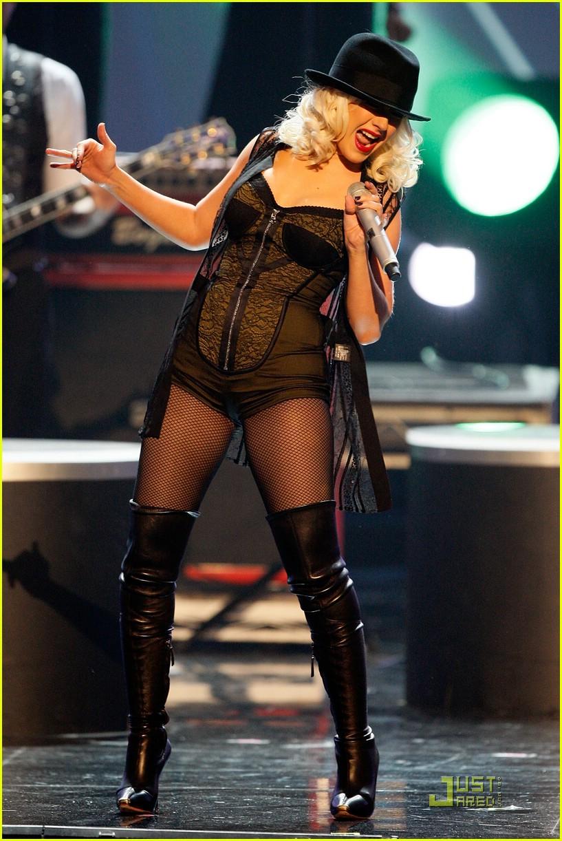 christina aguilera performs 2008 american music awards211561311