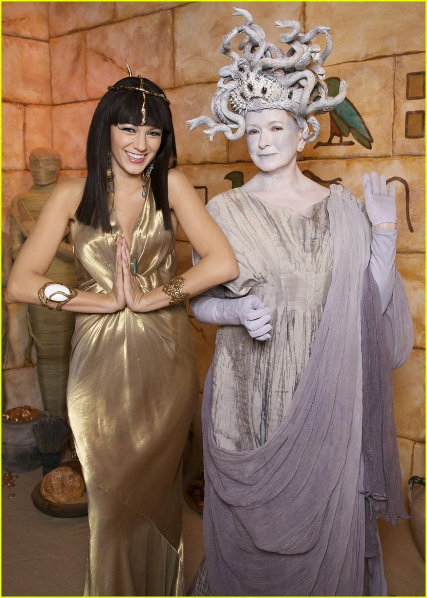 blake lively cleopatra martha stewart medusa 021521911
