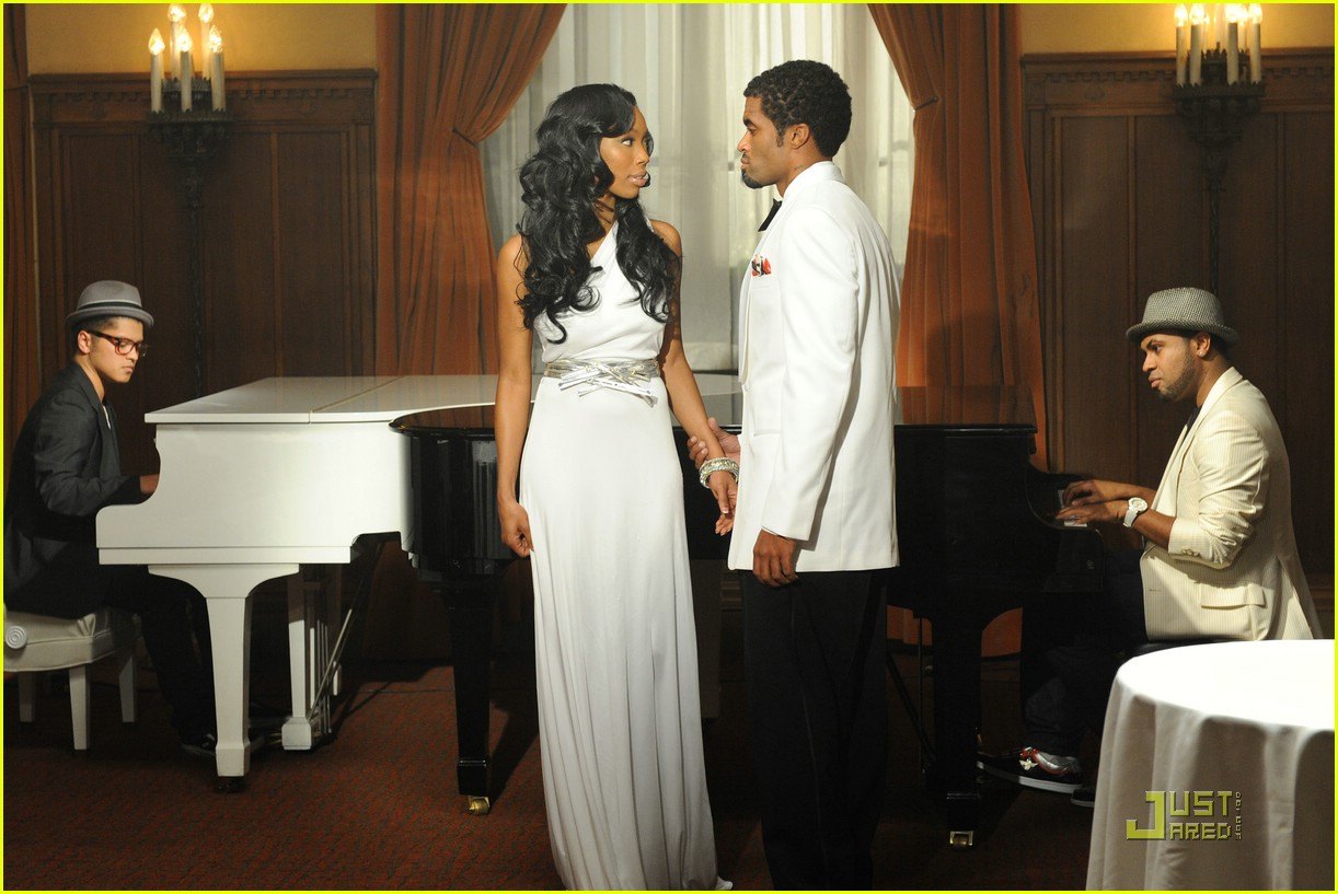 Soul 11 Music: Live Video of the Day: Long Distance (Brandy)