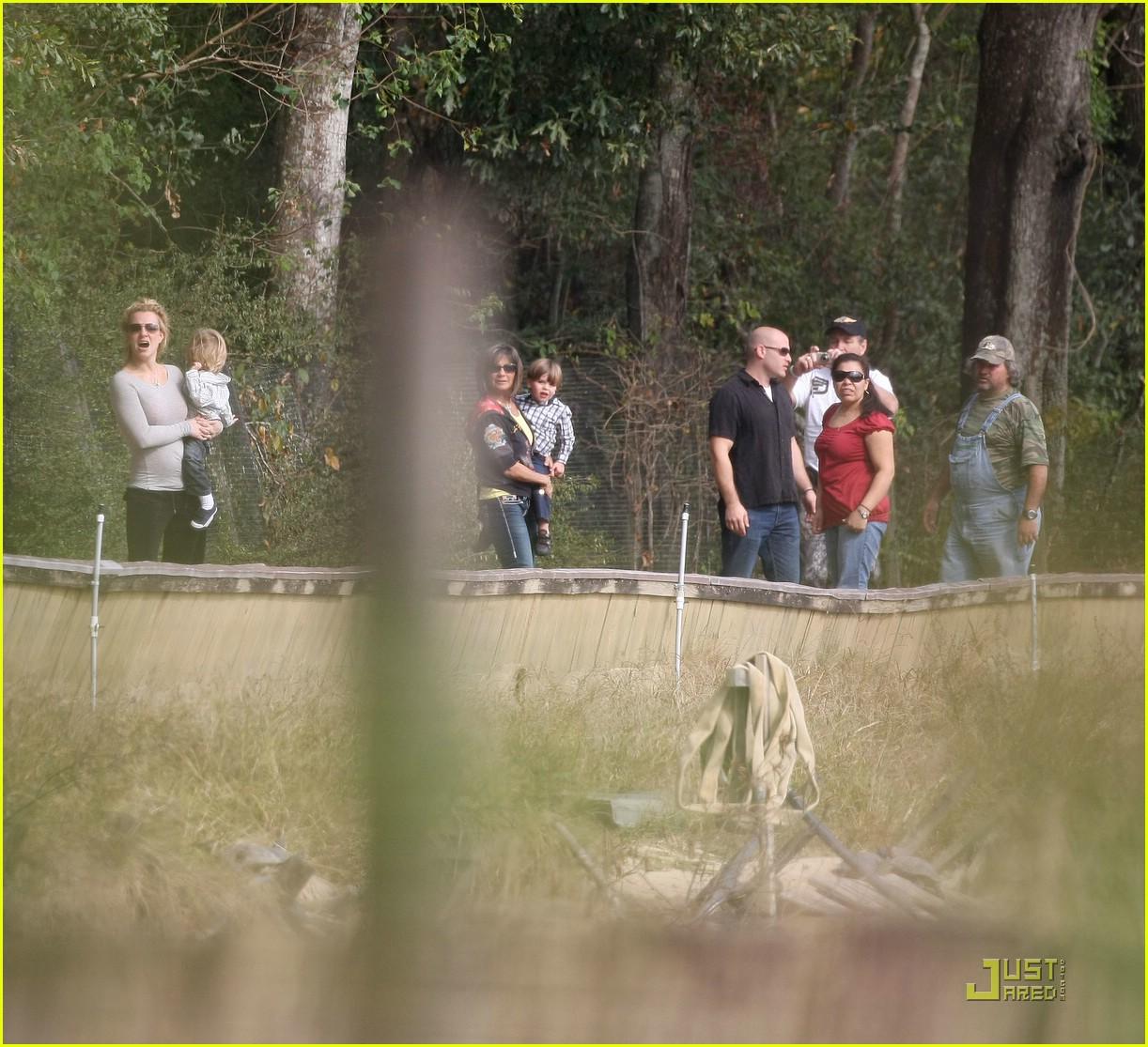 britney spears alligator farm 051540201