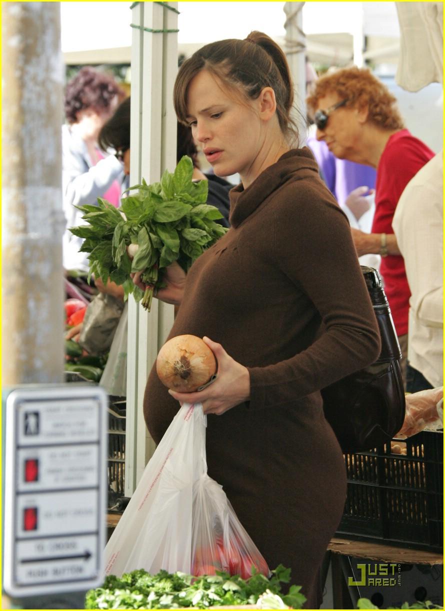 jennifer garner shops market 121543091