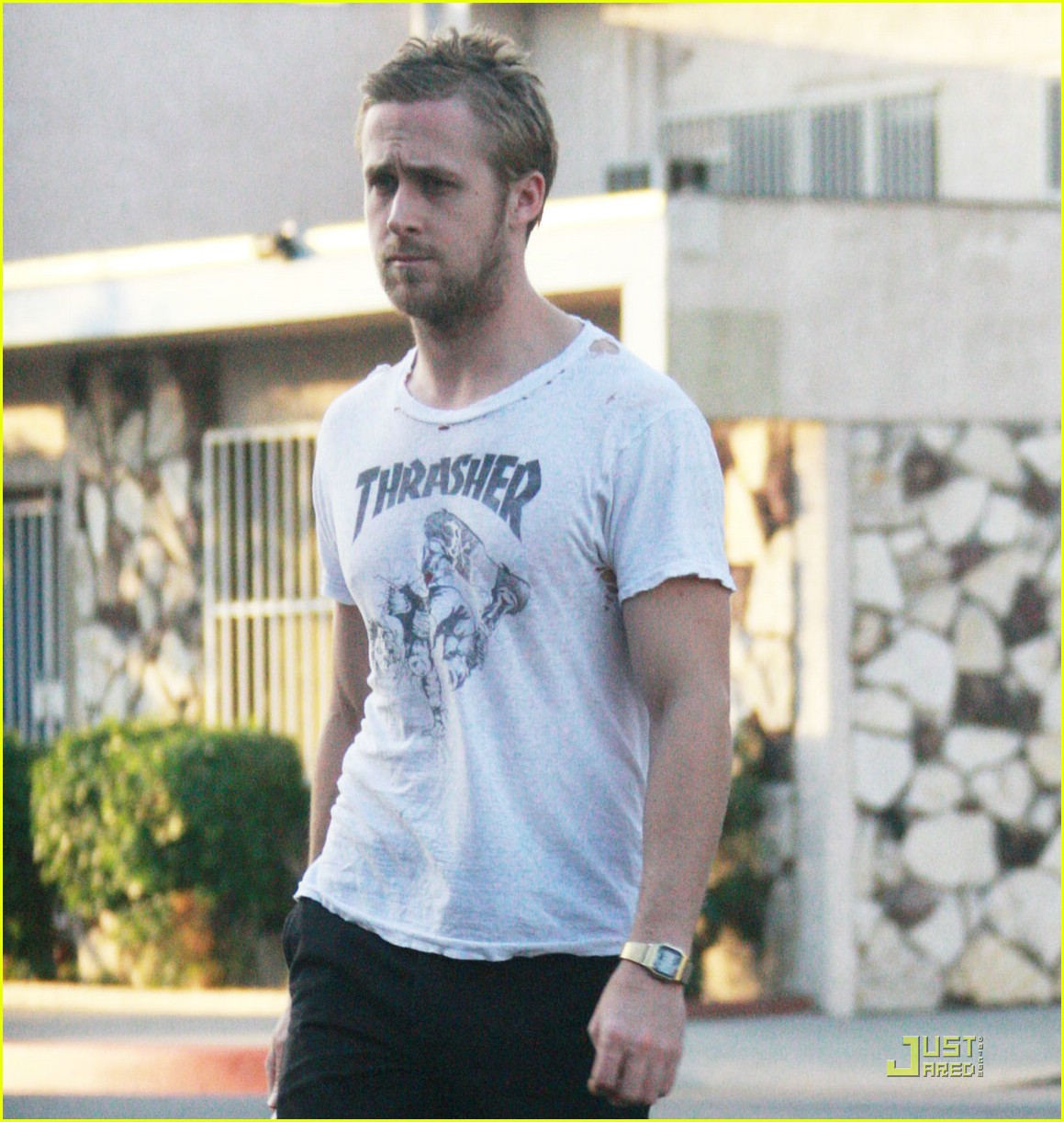 Ryan Gosling Has A Big Hole In His T Shirt Photo 1546291 Ryan Gosling Pictures Just Jared