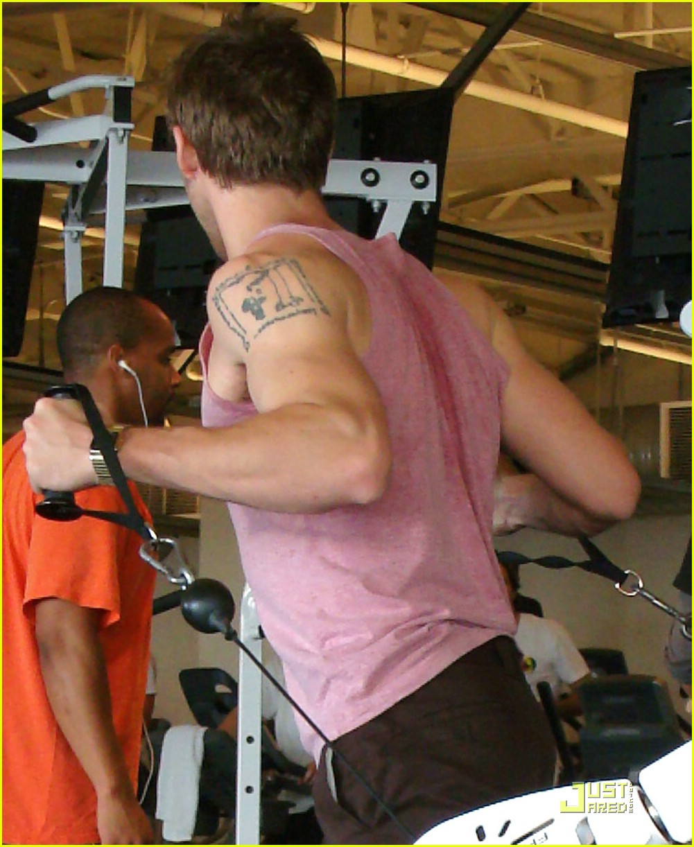 ryan gosling working out 01