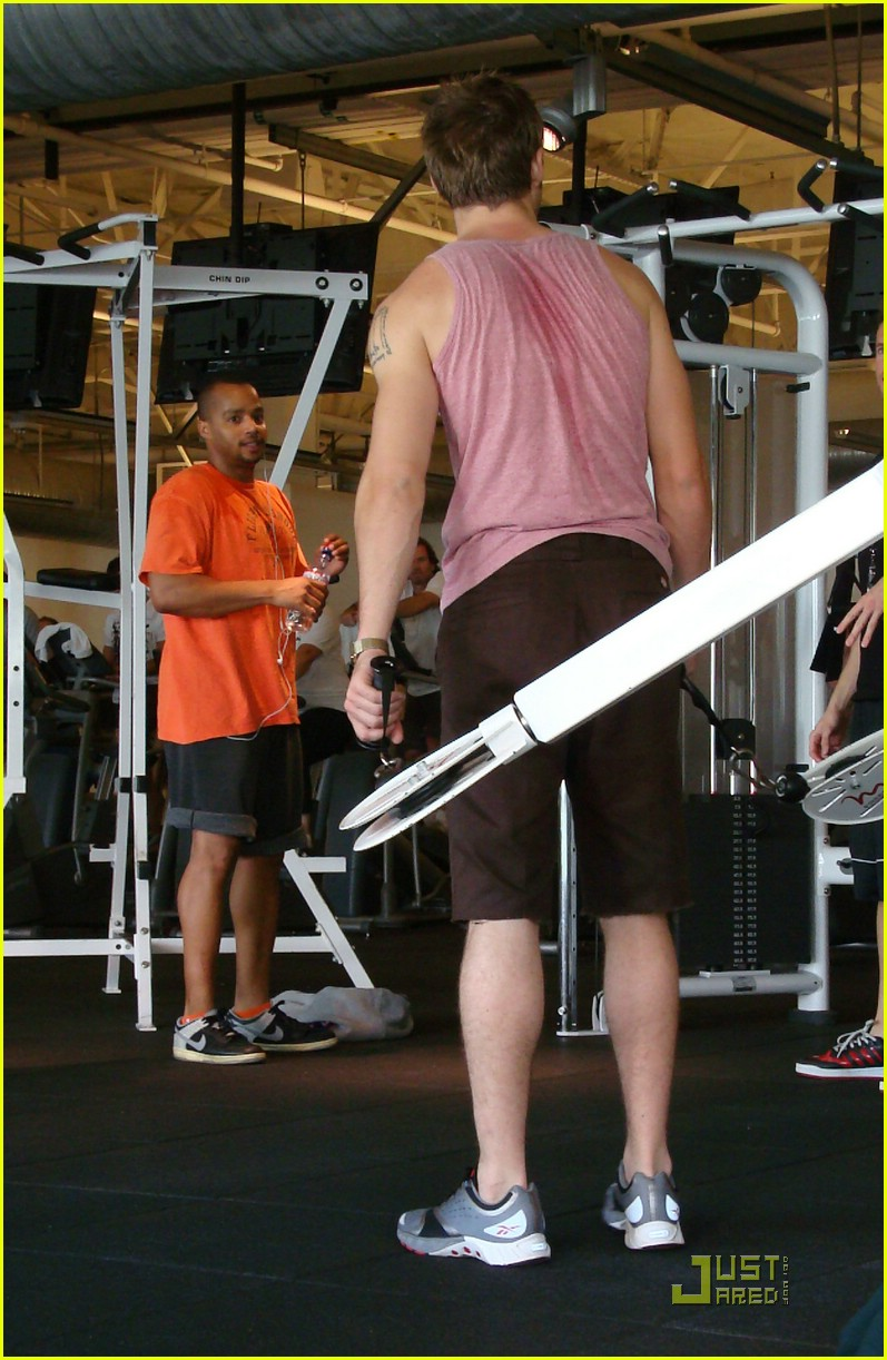 ryan gosling working out 06