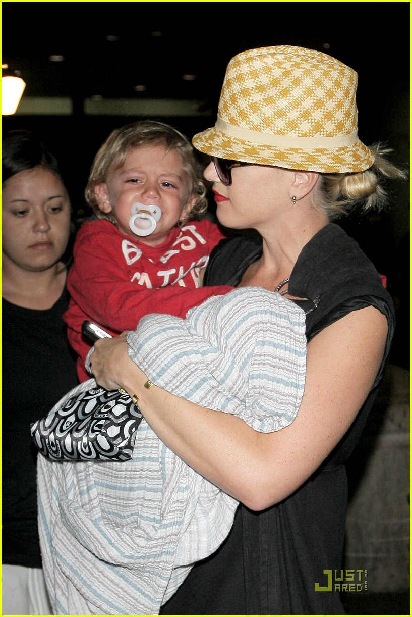 gwen stefani home for the holidays 051554271