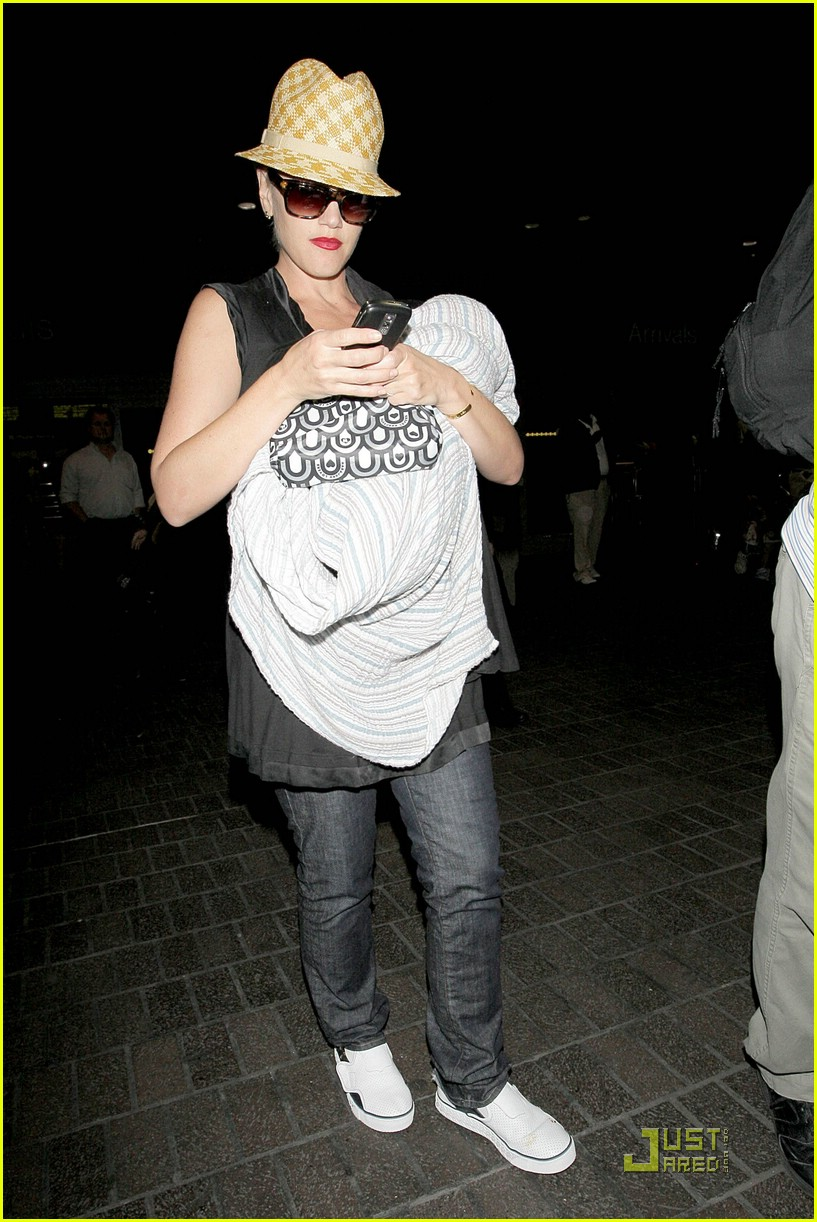 gwen stefani home for the holidays 111554331