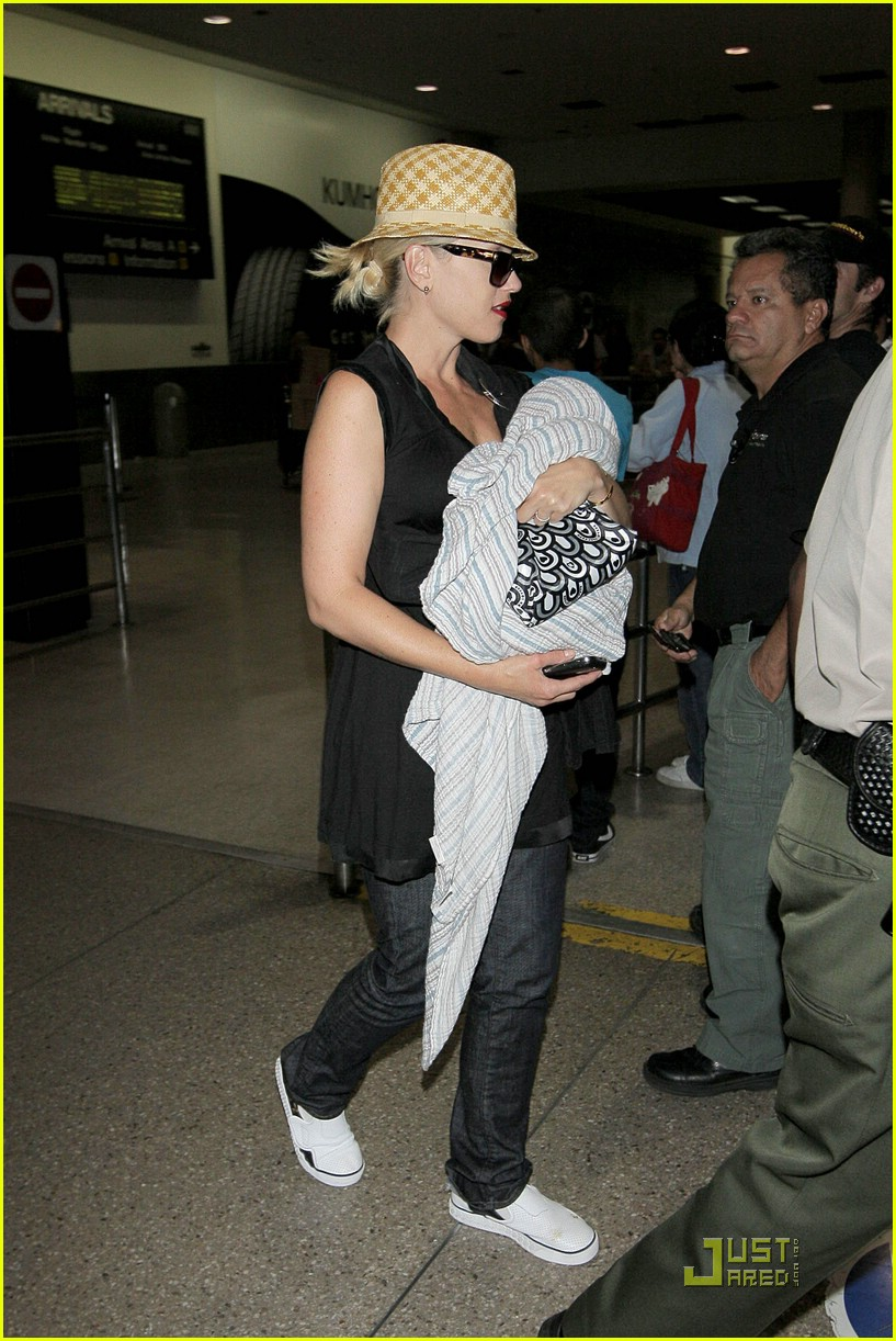 gwen stefani home for the holidays 161554381