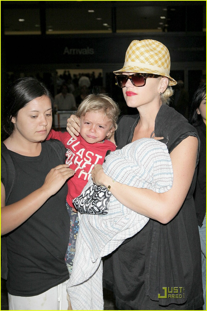 gwen stefani home for the holidays 211554431