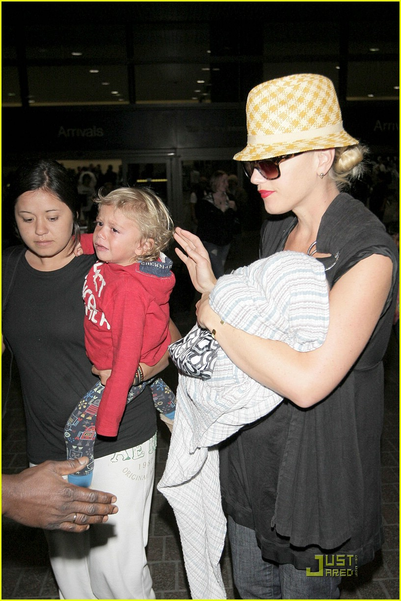 gwen stefani home for the holidays 22