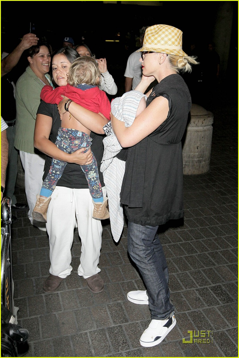 gwen stefani home for the holidays 24