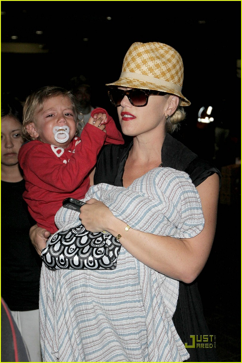 gwen stefani home for the holidays 27