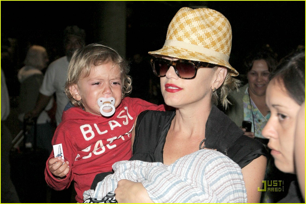 gwen stefani home for the holidays 29