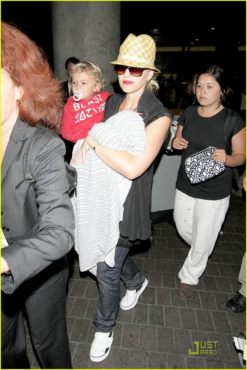 gwen stefani home for the holidays 31