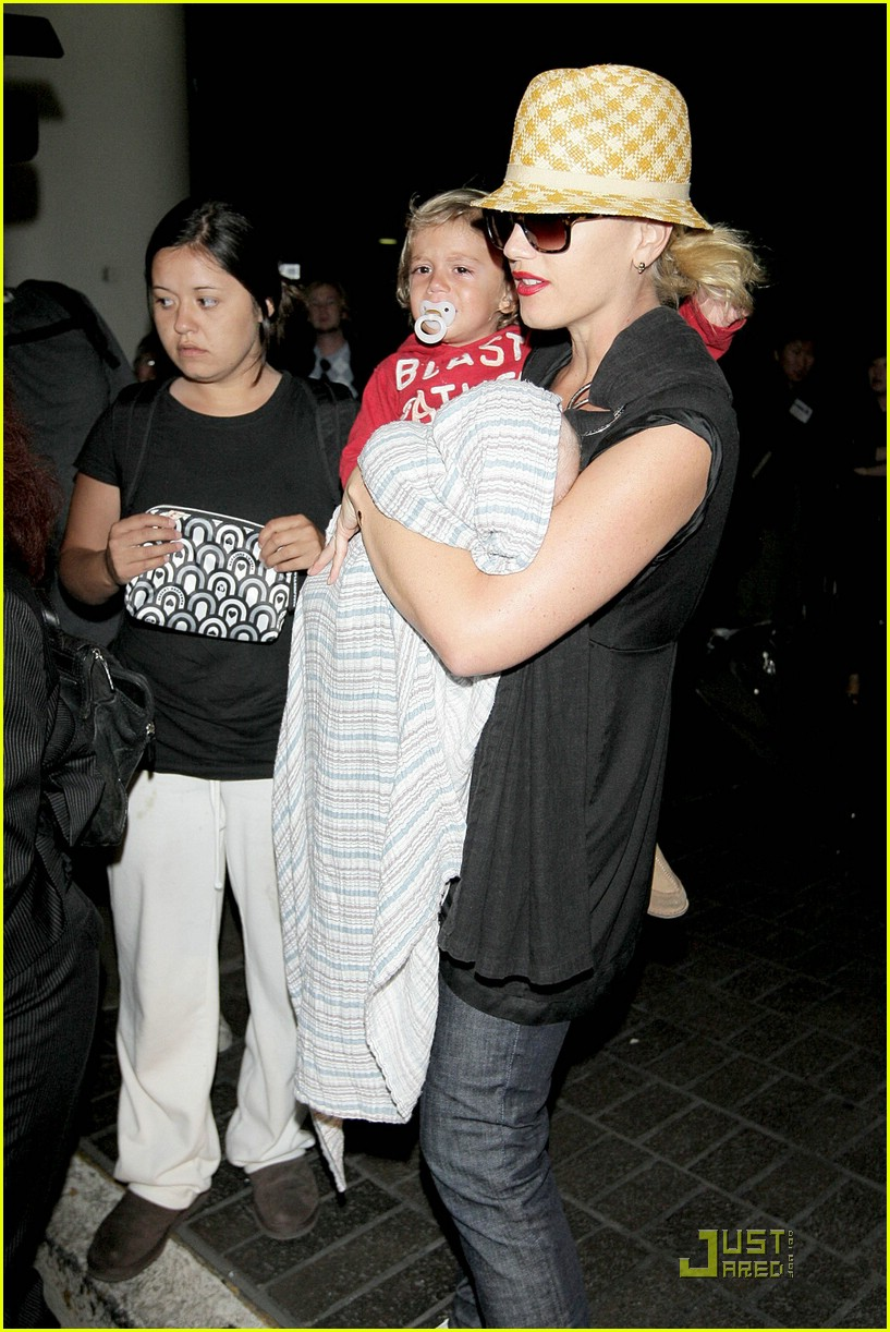 gwen stefani home for the holidays 321554541
