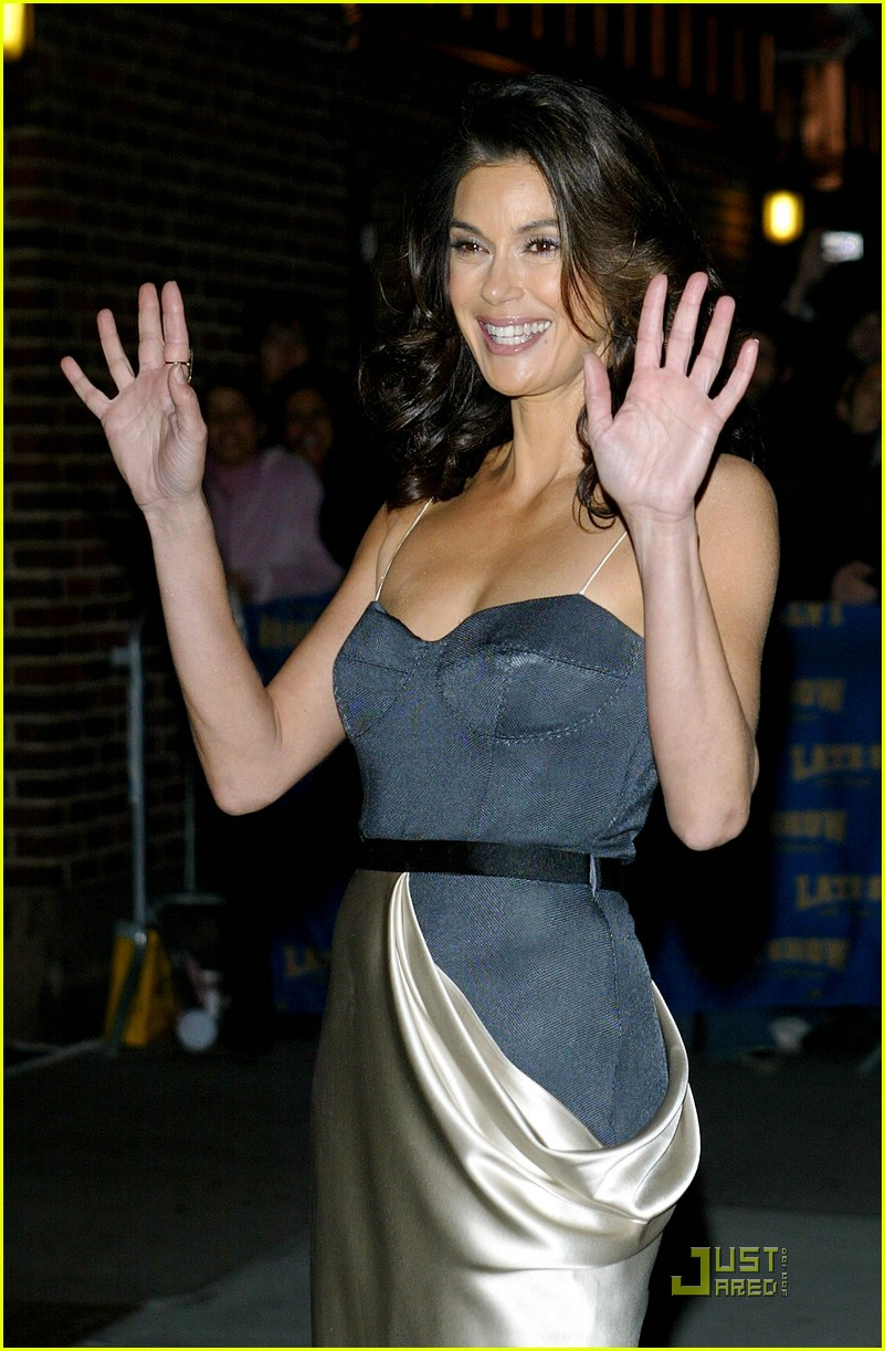 Teri Hatcher Gets Late With Letterman Photo 1567541