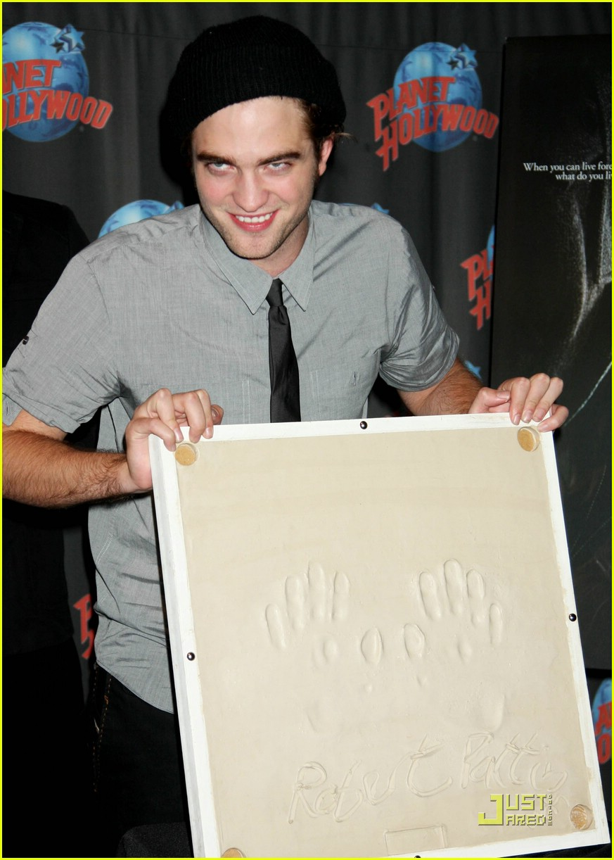robert pattinson planet hollywood 02