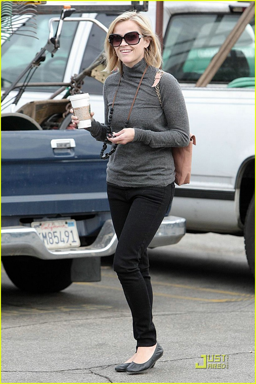 reese witherspoon starbucks 021521001
