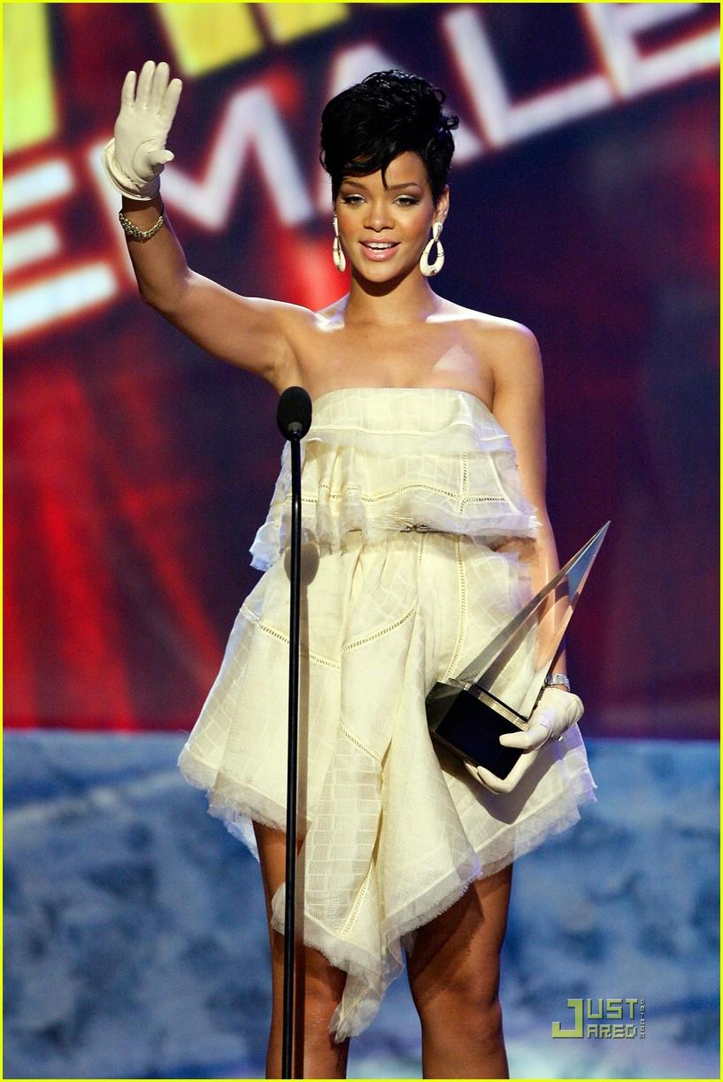 rihanna wins 2008 american music awards 011561551