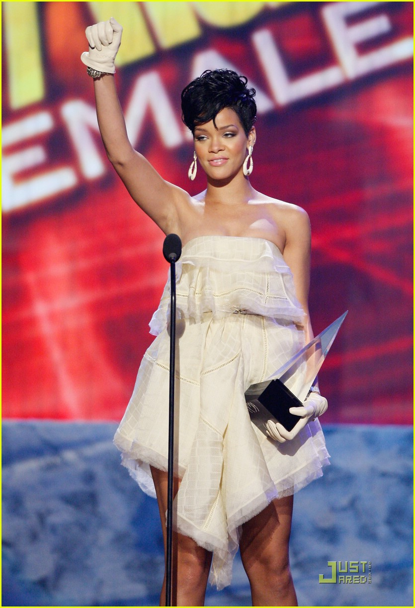 rihanna wins 2008 american music awards 031561571