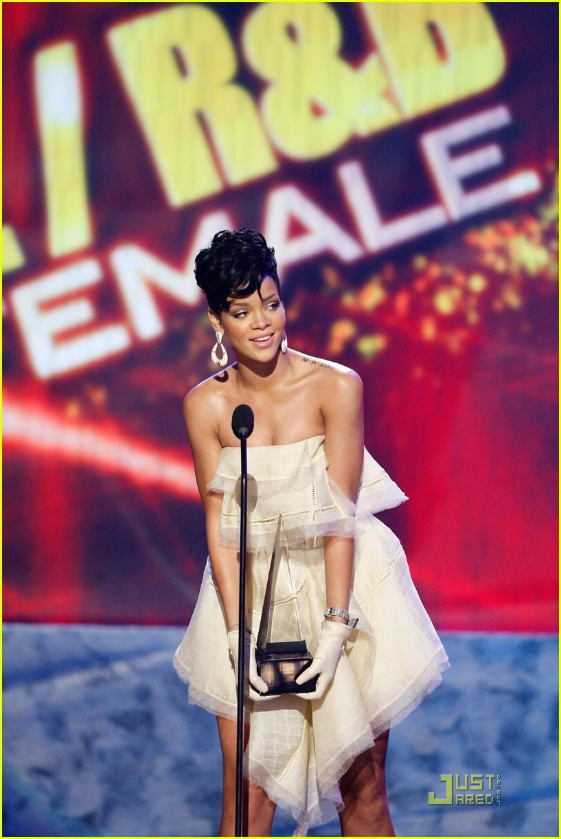 rihanna wins 2008 american music awards 051561591