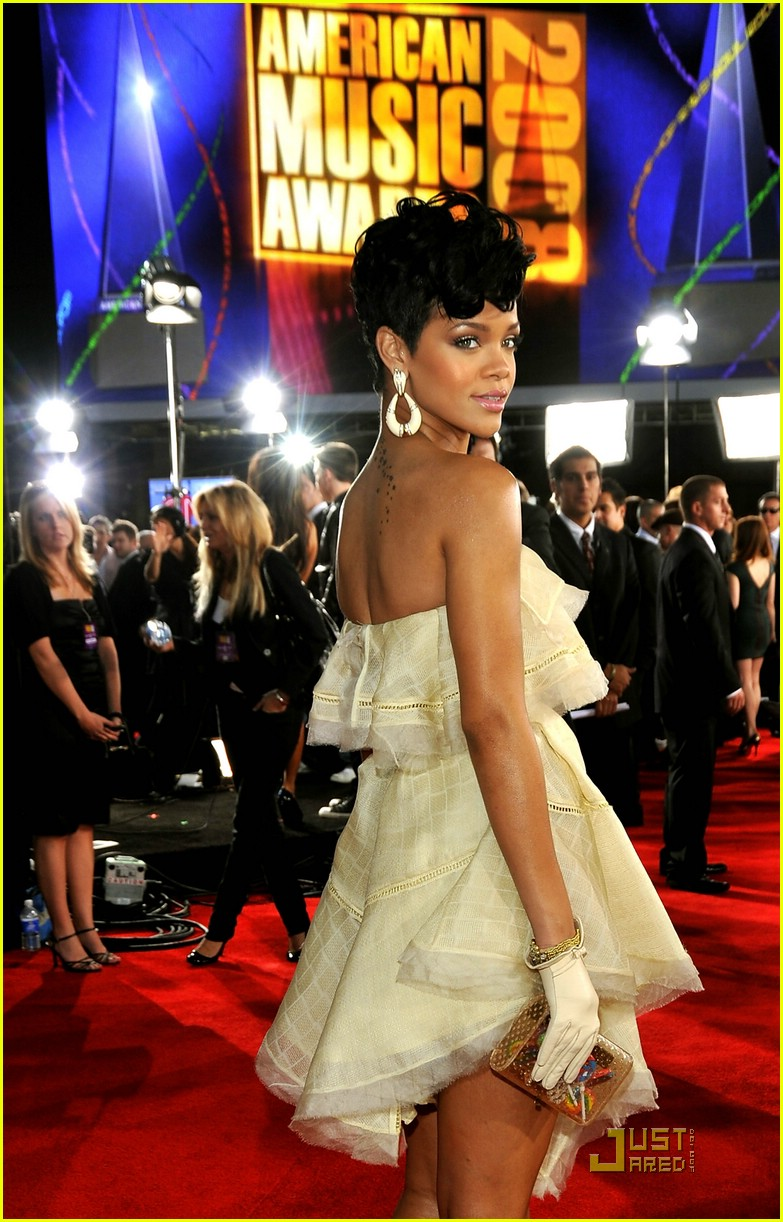 rihanna wins 2008 american music awards 071561611