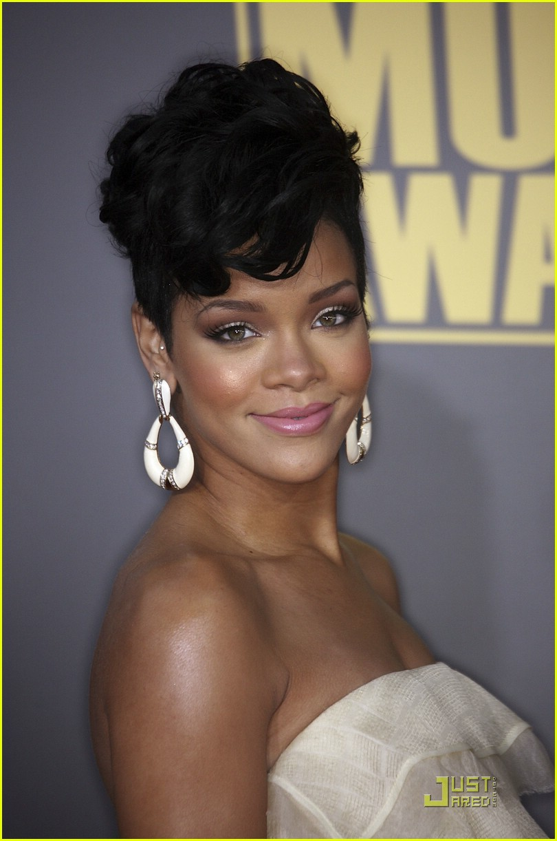 rihanna wins 2008 american music awards 101561641