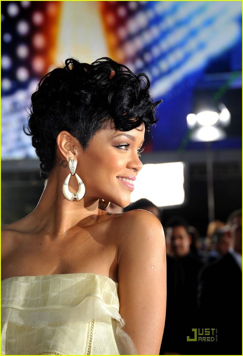rihanna wins 2008 american music awards 131561671
