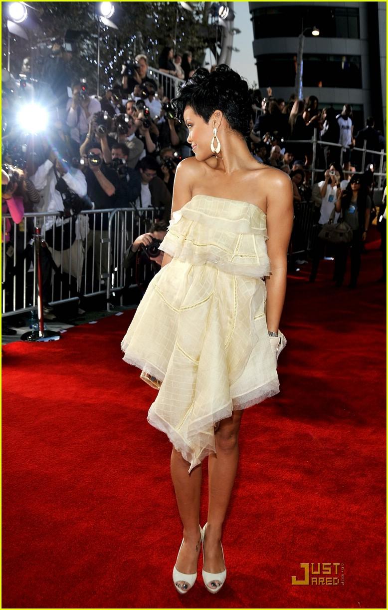 rihanna wins 2008 american music awards 151561691