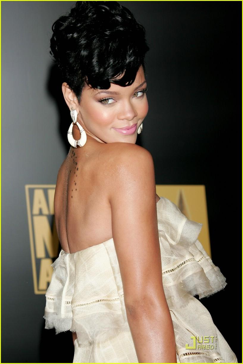 rihanna wins 2008 american music awards 181561721