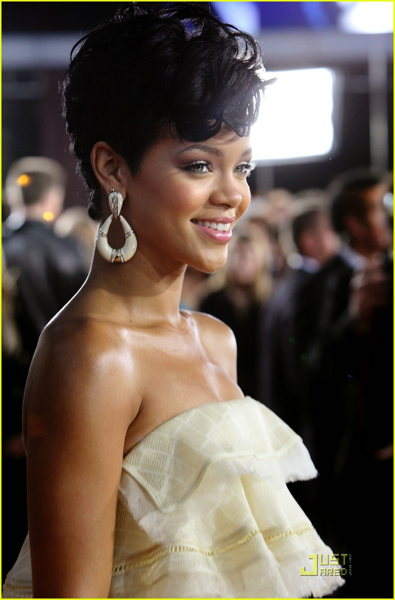 rihanna wins 2008 american music awards 191561731